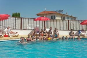 външен-басейн-в-хотел-ведрен