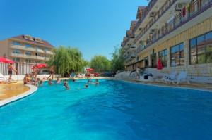 хотел-ведрен-изглед-с-басейн